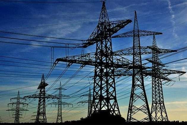 El gobierno autorizó un aumento del 9% en las tarifas de luz y desplazó al subsecretario de energía eléctrica